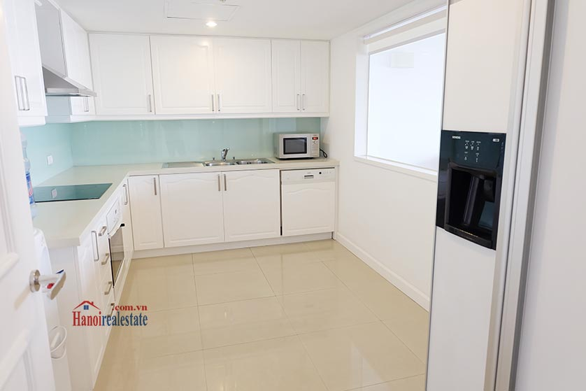 Hanoi Lake view: Bright and airy 02BRs serviced apartment, lake view 4