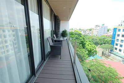 High floor 02-bedroom Apartment with balcony in Truc Bach to lease