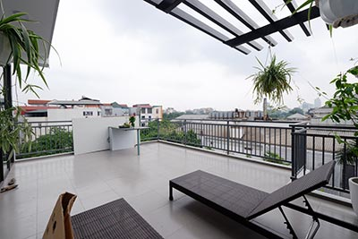 High floor 2-bedroom apartment with big balcony in the heart of Tay Ho