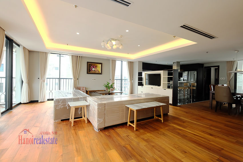 High Floor & Modern 03 Bedroom Serviced Apartment in Hoan Kiem 4