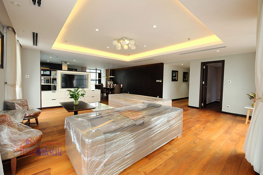 High Floor & Modern 03 Bedroom Serviced Apartment in Hoan Kiem 5