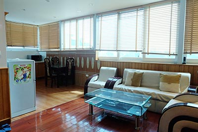High floor serviced apartment to rent in Ba Dinh, close to Lotte shopping mall