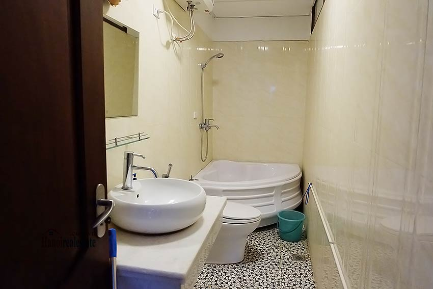 High floor serviced apartment to rent in Ba Dinh, close to Lotte shopping mall 9