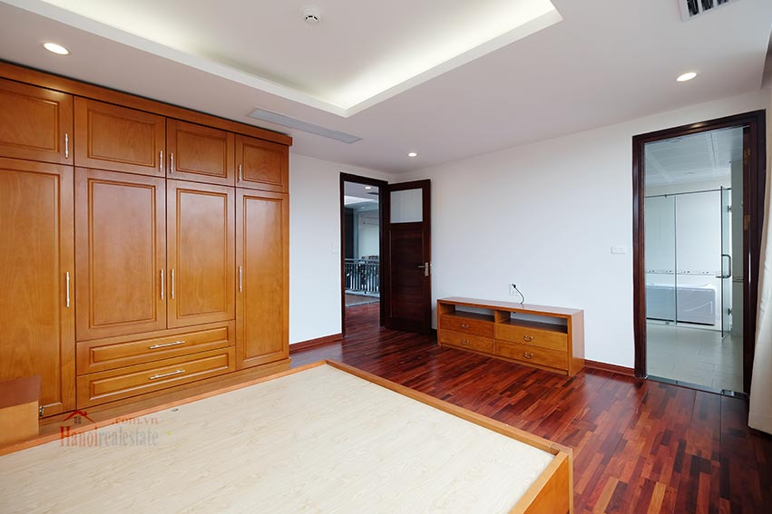 High floor spacious 3 bedroom apartment on Quang Khanh with balcony 18