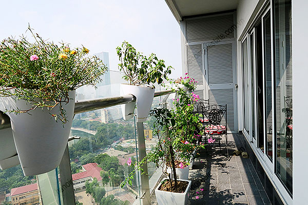 High quality luxury 4br apartment in Hanoi, huge Lounge, Lake View 23