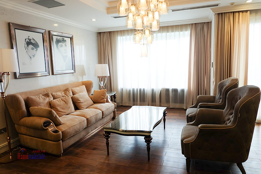 High-end luxurious 03+1BRs apartment with Golf course view of L1 Ciputra 6