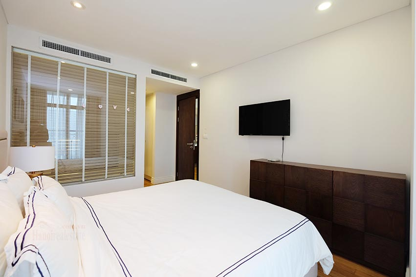 Hoang Thanh Tower 3 bedroom apartment to lease 11