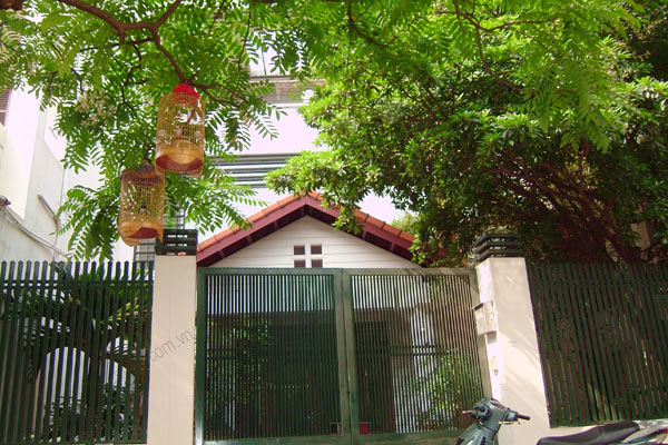 House for rent in Hai Ba Trung Hanoi with nice garden, furnished 1