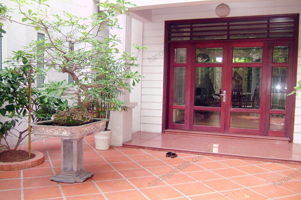 House for rent in Hai Ba Trung Hanoi with nice garden, furnished 2