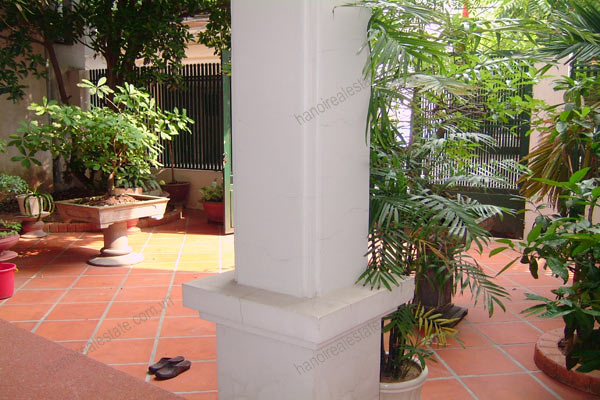 House for rent in Hai Ba Trung Hanoi with nice garden, furnished 3