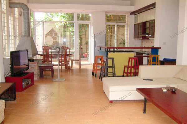 House for rent in Hai Ba Trung Hanoi with nice garden, furnished 5