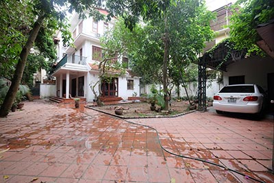 Huge garden & unfurnished Villa on To Ngoc Van, Tay Ho