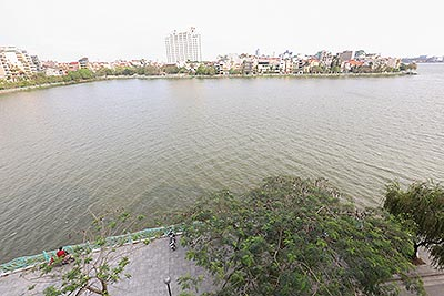 Huge terrace 02 bedroom apartment on Quang An street with overwhelming Westlake view