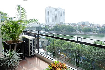 Lake front 02BRs apartment on Xuan Dieu with balcony