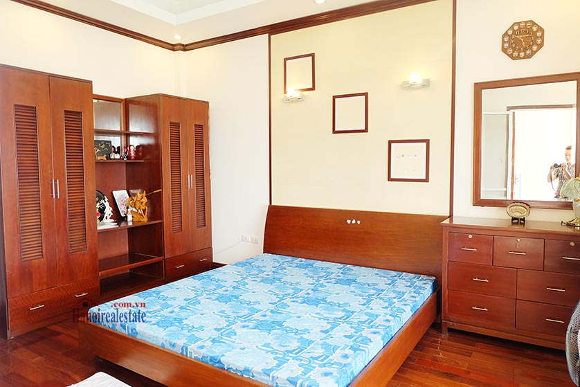 Lake front 04BRs house for rent at Nguyen Dinh Thi St, Ba Dinh District 16