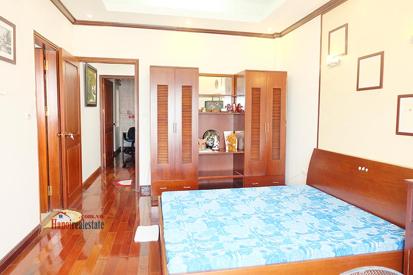 Lake front 04BRs house for rent at Nguyen Dinh Thi St, Ba Dinh District 17