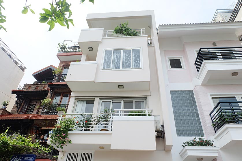 Lake front 04BRs house for rent at Nguyen Dinh Thi St, Ba Dinh District 25