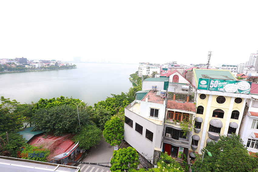 Lake front huge terrace 02BRs apartment on Xuan Dieu, brand new 10