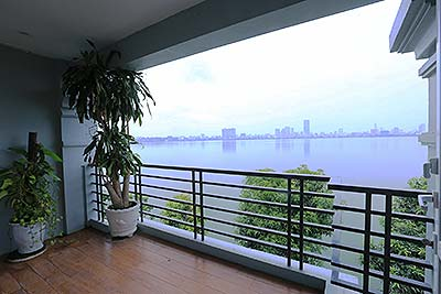 Lake view 03BRs apartment on Tu Hoa St, balcony
