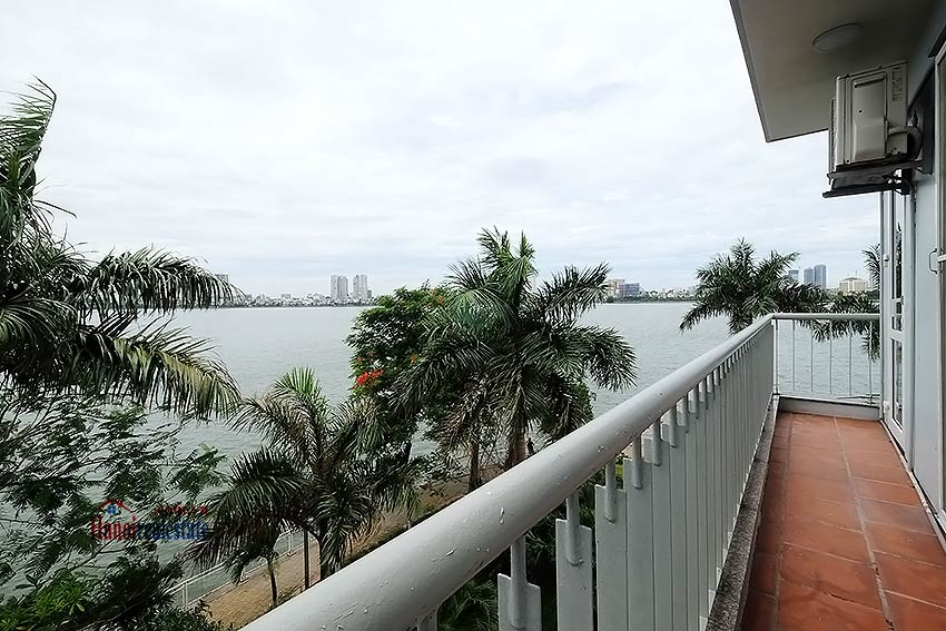 Lake view house to rent in Quang Khanh with car access and beautiful terace 11