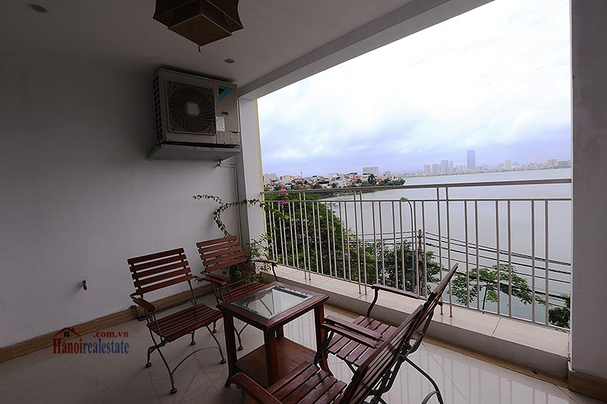 Lake view spacious 04 bedroom apartment in Xuan Dieu, Tay Ho 4