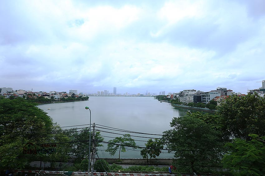 Lake view spacious 04 bedroom apartment in Xuan Dieu, Tay Ho 6