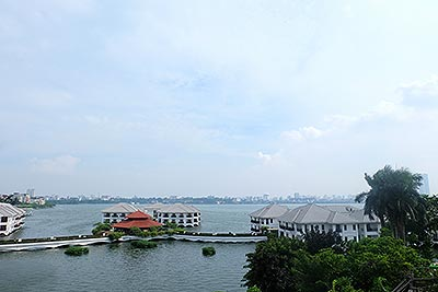 Lakeside apartment for rent in Tu Hoa street, center of Tay Ho District