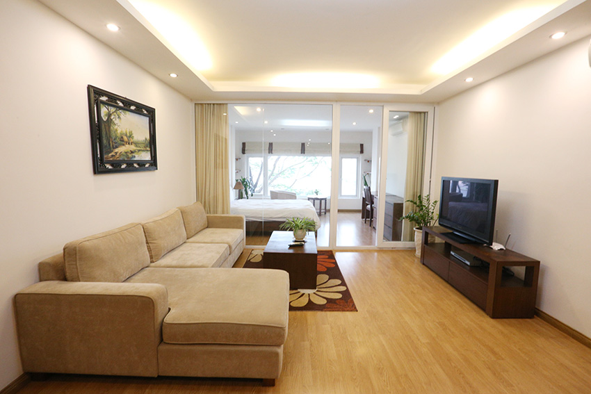 Lakeview apartment with 01 bedroom at Pham Huy Thong, quiet and safe