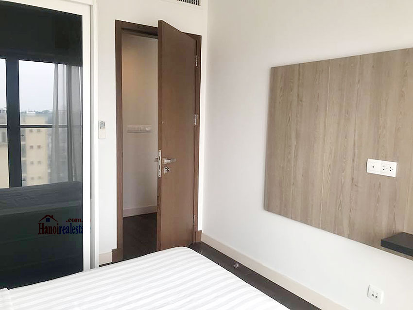 Lancaster: Newly renovated 03BRs serviced apartment, balcony with city view 11