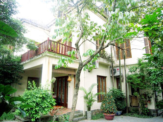Large garden Villa rental in Tay Ho, 3 floor house, spacious lounge area