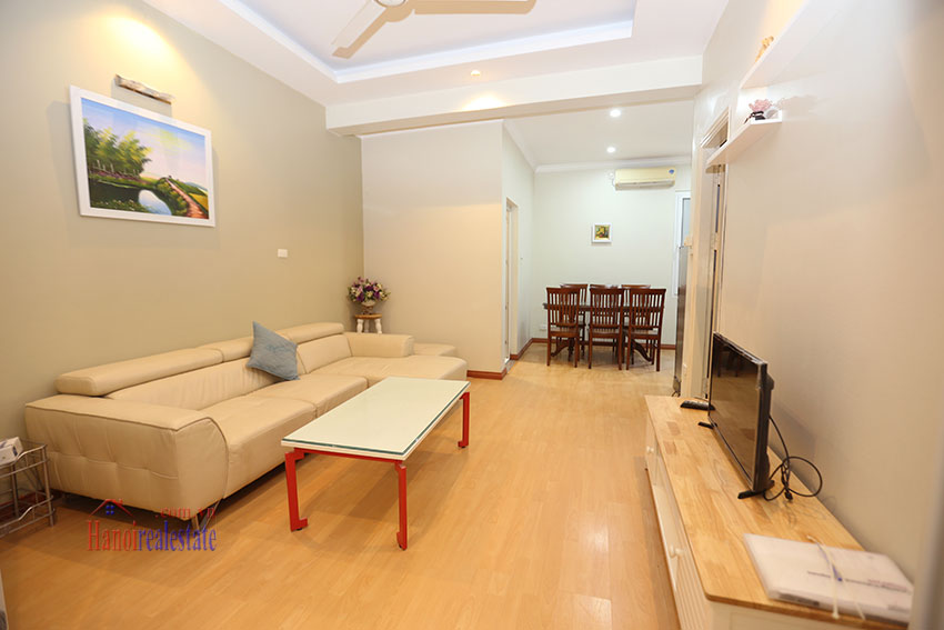 Large one bedroom apartment, lots of light, near West Lake 2