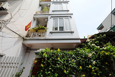 Lovely 4-bedroom house with rooftop terraces in Tay Ho to rent