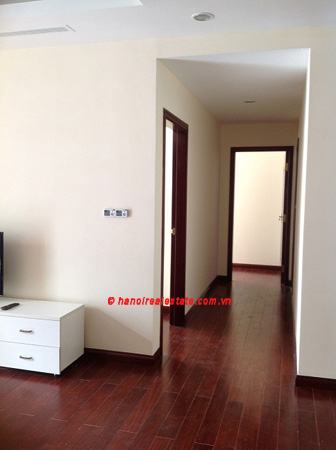 Luxury Apartment for rent at R1 12th floor of Royal City Hanoi, 3 bedrooms 2
