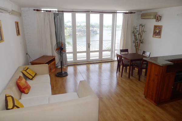 Luxury one bedroom apartment overlooking Truc Bach lake for lease
