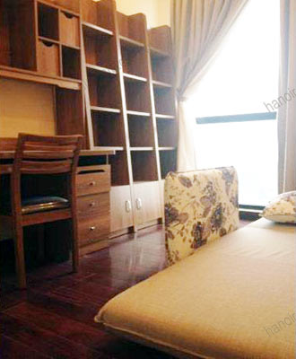 Luxury furnished apartment at Royal City Hanoi for rent, 3 bedrooms 10