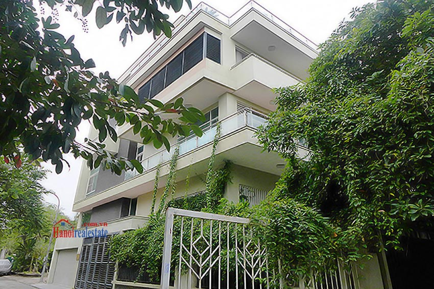 Luxury Modern villa with Large rooftop Terrace over looking Hanoi West Lake 1