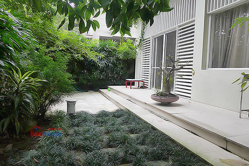 Luxury Modern villa with Large rooftop Terrace over looking Hanoi West Lake 4