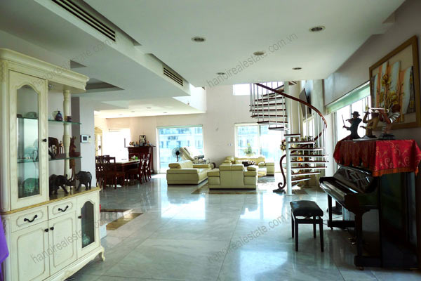 Luxury spacious penthouse with large terrace on top floor Golden Westlake 1