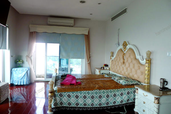 Luxury spacious penthouse with large terrace on top floor Golden Westlake 19