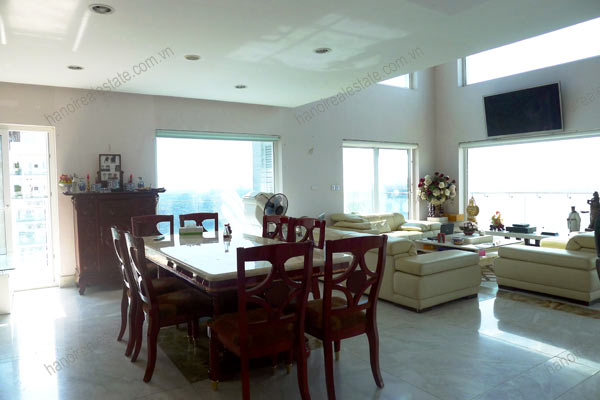 Luxury spacious penthouse with large terrace on top floor Golden Westlake 5