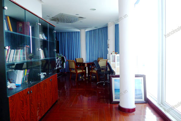 Luxury spacious penthouse with large terrace on top floor Golden Westlake 12