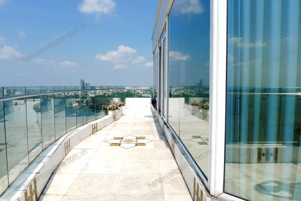 Luxury spacious penthouse with large terrace on top floor Golden Westlake 15