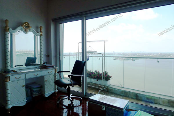 Luxury spacious penthouse with large terrace on top floor Golden Westlake 4