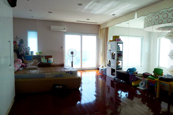 Luxury spacious penthouse with large terrace on top floor Golden Westlake 9