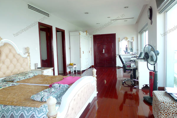 Luxury spacious penthouse with large terrace on top floor Golden Westlake 2