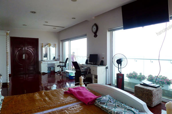 Luxury spacious penthouse with large terrace on top floor Golden Westlake 3