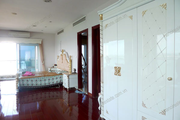 Luxury spacious penthouse with large terrace on top floor Golden Westlake 6