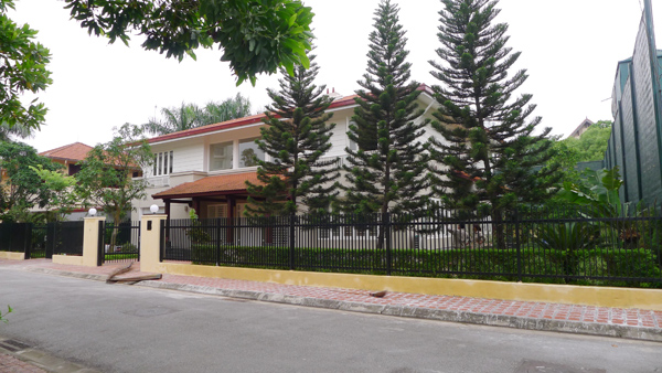 Luxury Villa for lease in Dang Thai Mai street, 800 m2, suitable for Ambassador