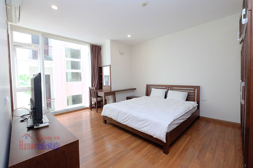 Modern 2-bedroom apartment to rent in the heart of Hoan Kiem 10