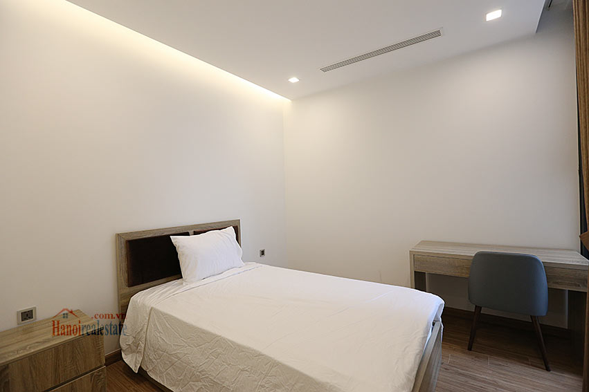 Modern design apartment with 02 beds in Vinhomes Metropolis, Lieu Giai street 12
